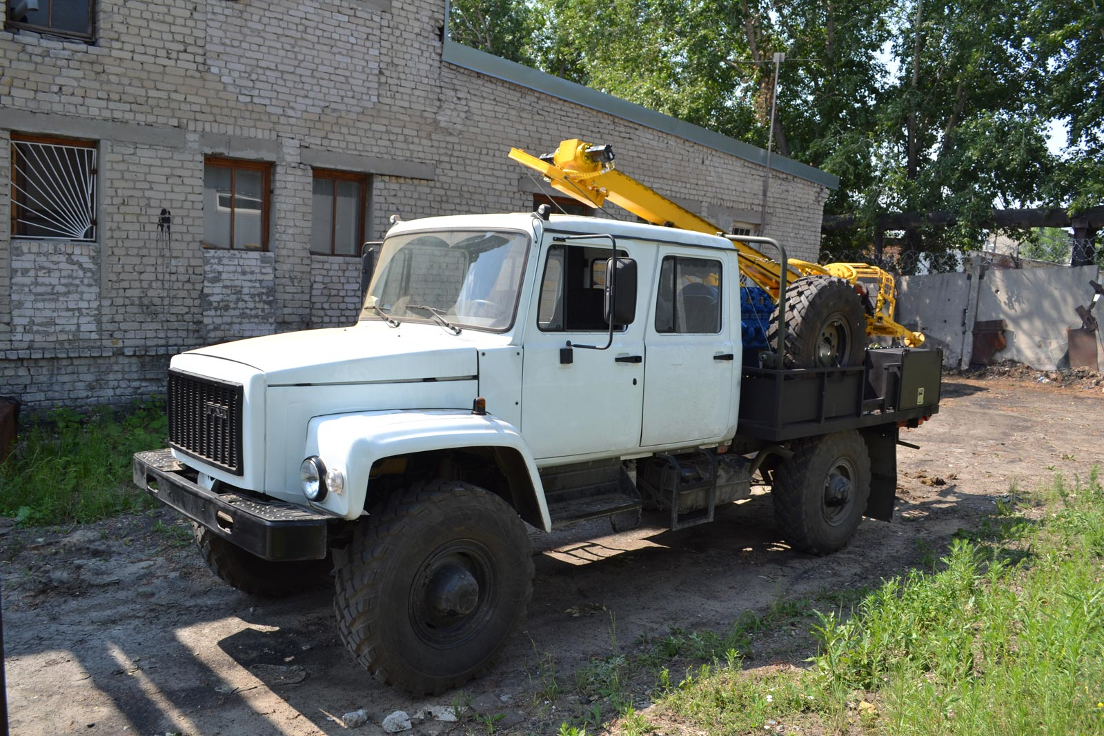 Установка буровая гидромеханизированная УБГМ-1М на базе ГАЗ 33081 Егерь