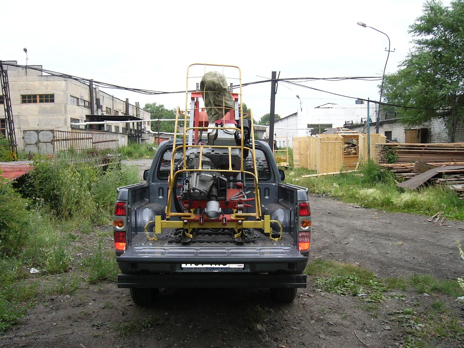 Установка буровая шнековая малогабаритная УБШМ-1-13 на базе Mazda BT-50